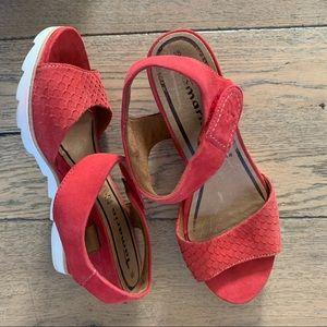 TAMARIS  wedge sandal chili red sz 38